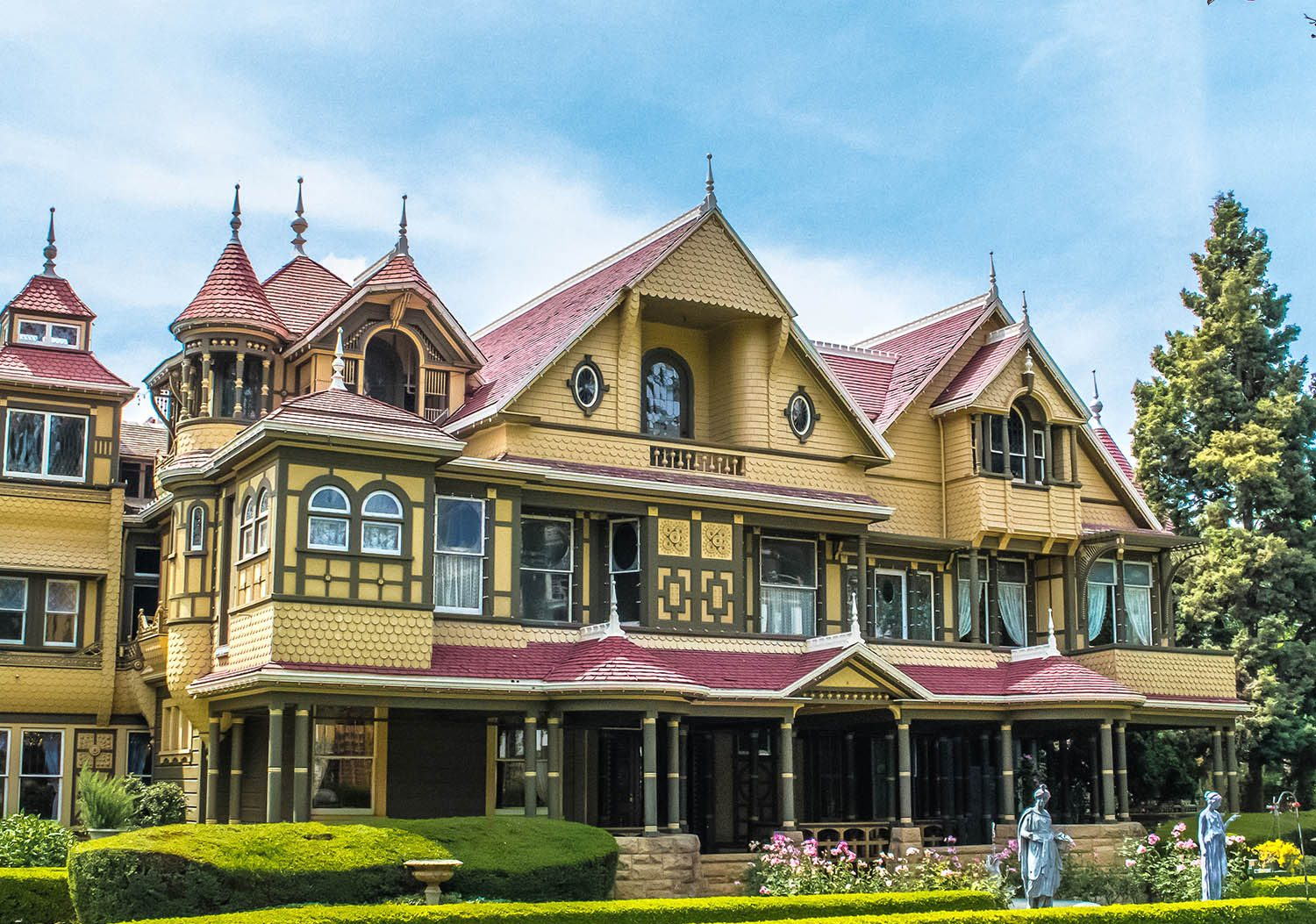 front of the winchester mystery house cloudy day